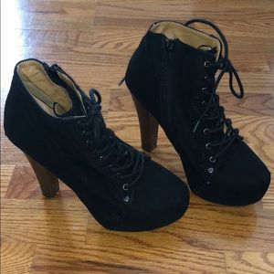Black laced boots